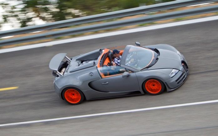 2013-bugatti-veyron-grand-sport-vitesse-side-in-motion