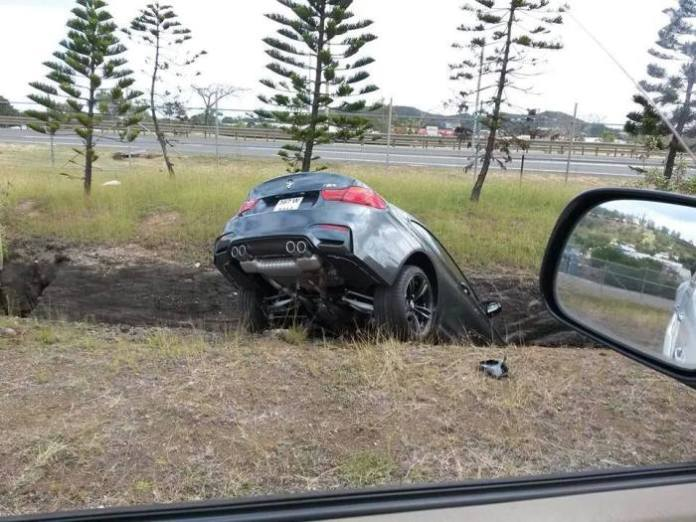BMW M4 Ditched (2)