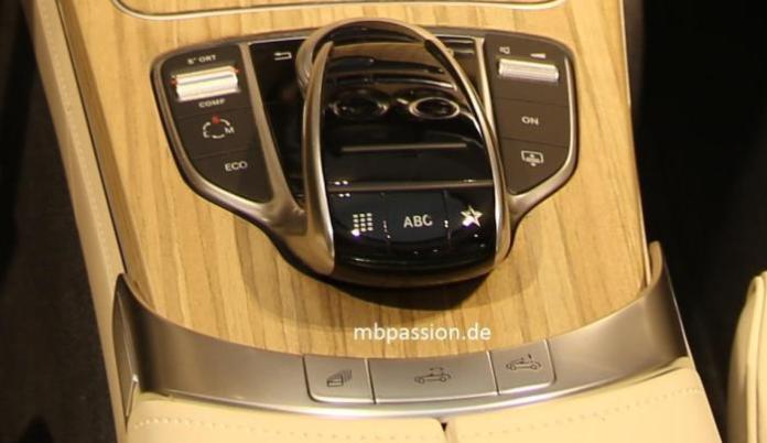 Mercedes C-Class Cabriolet interior (2)