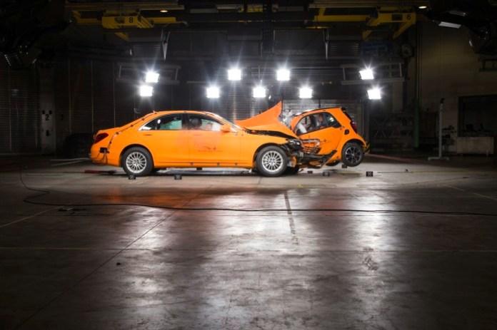 Smart-ForTwo-Mercedes-S-Class-crash-test-6[3]