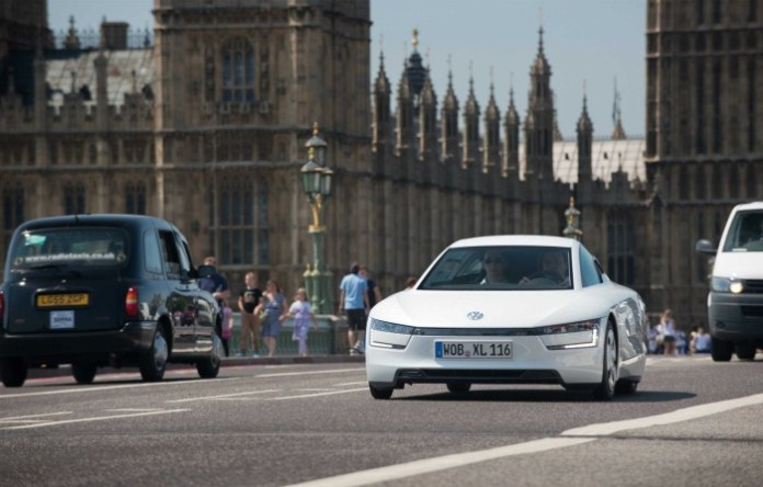 volkswagen-xl1-hybrid-visits-london-video-photo-gallery_6