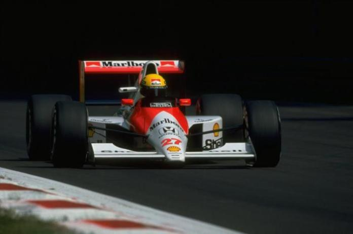 Από τα χαμηλά στα ψηλά. Ο Ayrton Senna στο δρόμο για τη νίκη στο GP της Monza. Ο συνδυασμός Senna-McLaren MP4/5B- Honda RA109E 3.5 V10 ήταν ο κορυφαίος, κάτι που αποτυπώθηκε στις 6 νίκες του Βραζιλιάνου και τα πρωταθλήματα οδηγώνα και κατασκευαστών.