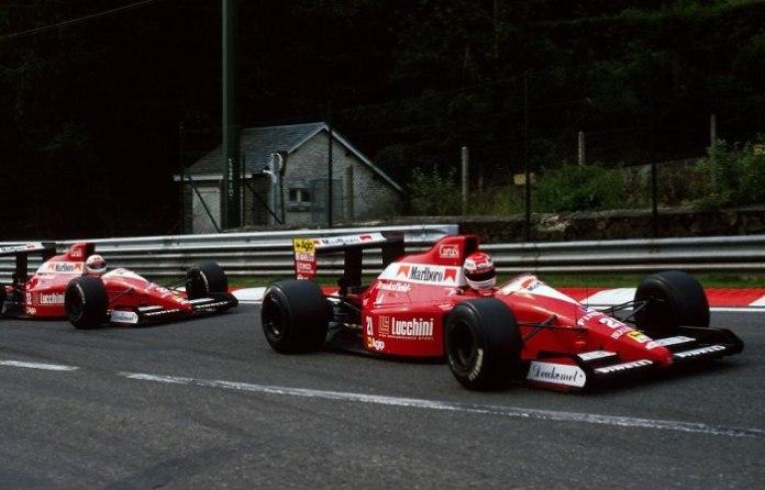 Μη σε μπερδεύουν τα χρώματα. Δεν πρόκειται για τη Ferrari, αλλά για τη BMS Scuderia Italia. Μια προσπάθεια με σασί Dallara, κινητήρες Ford Cosworth DFR και 3 Ιταλούς οδηγούς, που δεν κατάφεραν να πάρουν κάποιο βαθμό, κυρίως εξαιτίας των πολλών μηχανικών προβλημάτων.