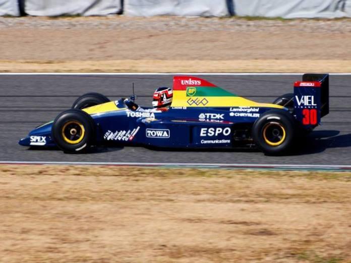 Ανάμεσα στους πολλούς κατασκευαστές κινητήρων, ήταν και η Lamborghini, με το δικό της V12, που προμήθευε στις Lotus και Larrousse-Lola. Η δεύτερη τα πήγε καλύτερα στο πρωτάθλημα (6η-11 βαθμοί) με τον εικόνιζομενο, Aguri Suzuki, να ανεβαίνει στο βάθρο στον αγώνα της πατρίδας του, στη Suzuka.