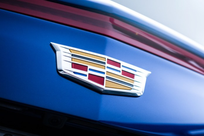 2015-cadillac-ats-coupe-rear-badge