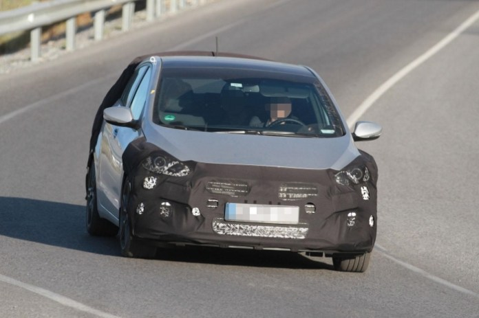 Hyundai i30 GT spy photos (1)