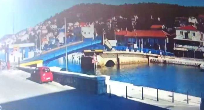Flying over Tisno bridge