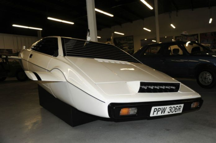 Lotus Esprit Submarine (4)