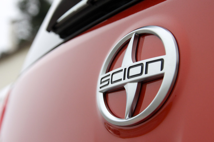 15-2012-scion-iq-fd