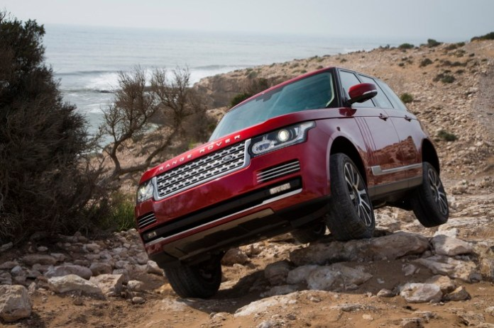 2013-Rnge-Rover-off-road