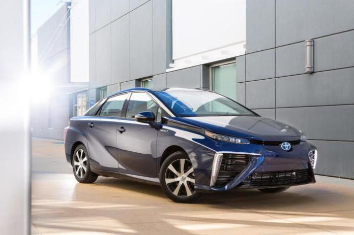 2015 Toyota Mirai (1)