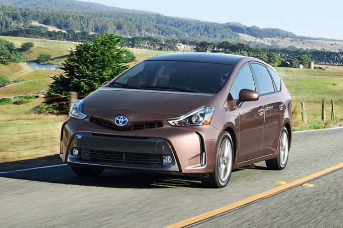 2015-Toyota-Prius-v-2