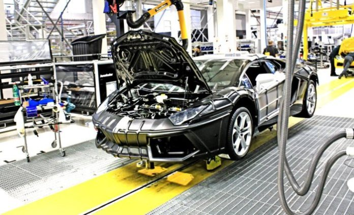 Lamborghini-Aventador-production