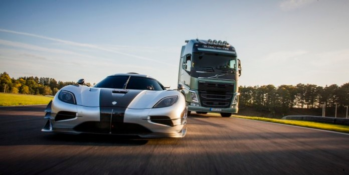 Volvo Trucks vs Koenigsegg One1 (2)