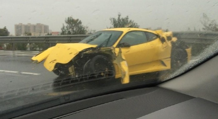 Ferrari F430 Crashes on the Highway in China