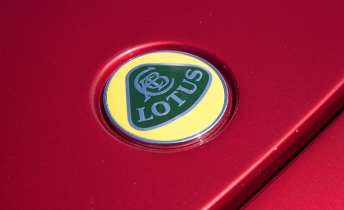 2010-lotus-evora-hood-badge-photo-354721-s-1280x782
