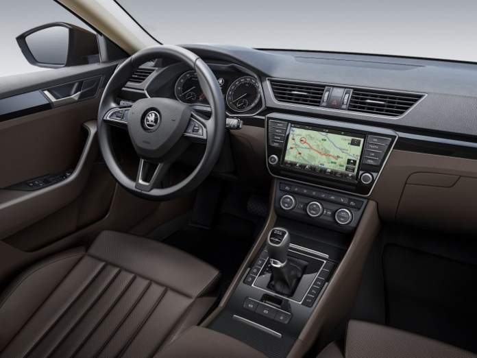 Skoda Superb 2015 interior (1)