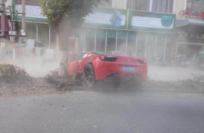 Ferrari 458 Italia Crash in China (1)