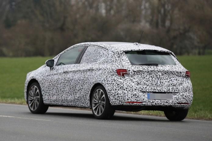 Opel Astra 2016 spy photos (11)