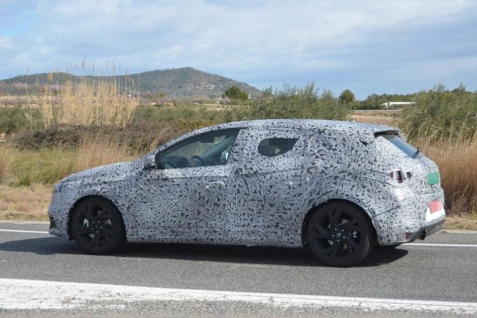 Renault Megane 2016 spy photos (2)