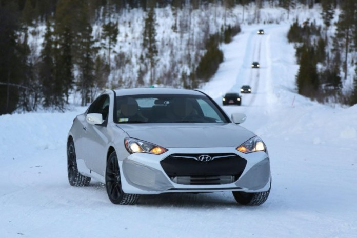 Hyundai-Genesis-Coupe-mule-2016-Spy-Photos-2
