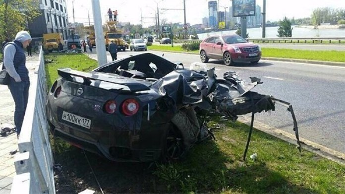 Nissan GT-R crash (1)
