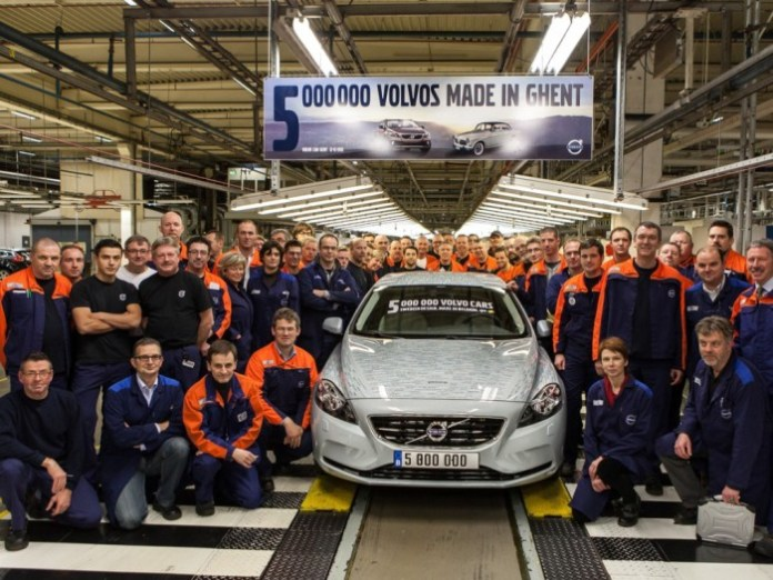 Volvo-Ghent-production-5-million-group-photograph
