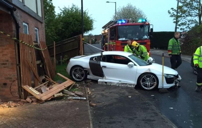 Audi R8 Crashed (1)