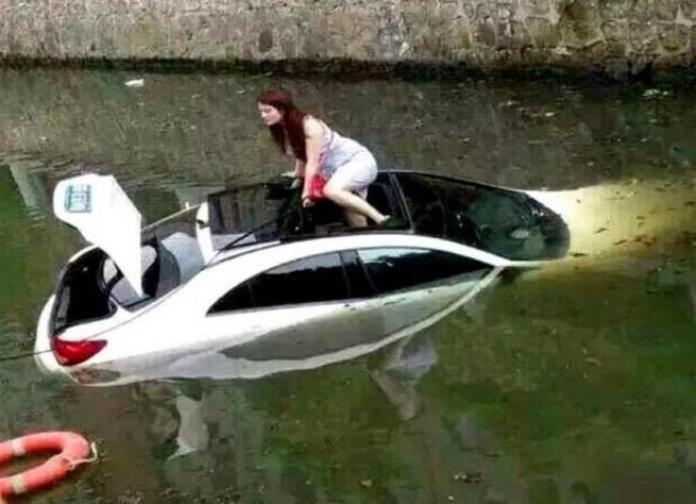 Mercedes-Benz CLS accident in China (1)