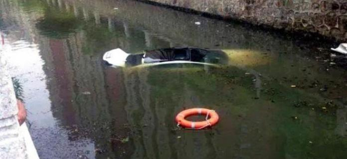 Mercedes-Benz CLS accident in China (2)