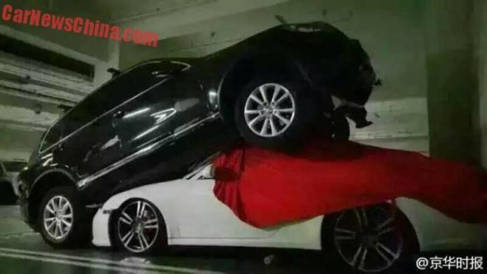 Volkswagen Touareg and Porsche 911 crash (4)