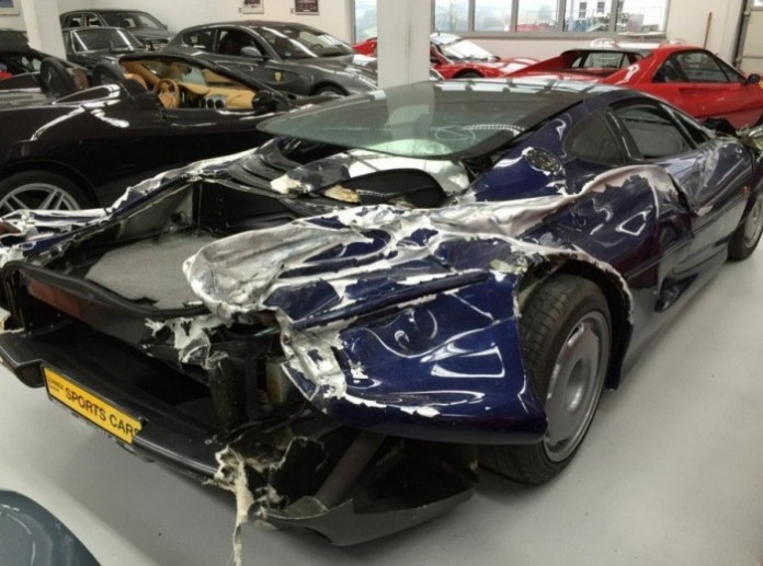 wrecked-jaguar-xj220-supercar-selling-for-200000-in-germany-photo-gallery_9