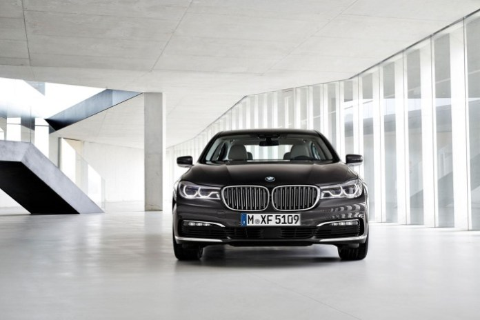 2016_BMW_7Series_10