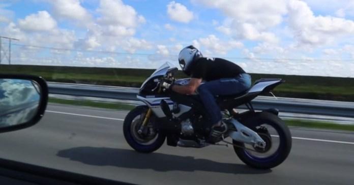 Supra Vs Yamaha R1M