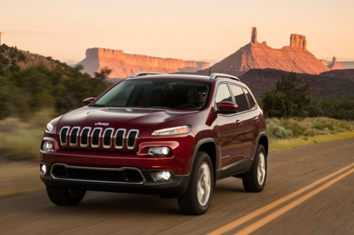 2014-jeep-cherokee-limited-front-view-in-motion-01