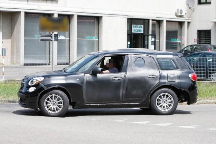 Alfa Romeo SUV 2017 spy photo (4)