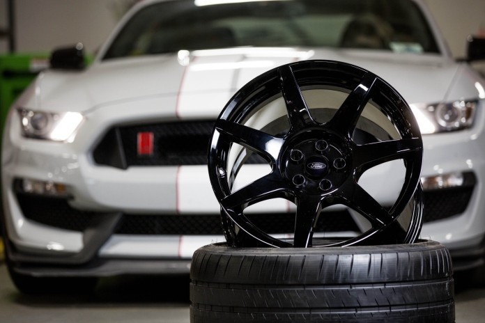 Ford Shelby GT350R Mustang carbon fiber wheels (2)