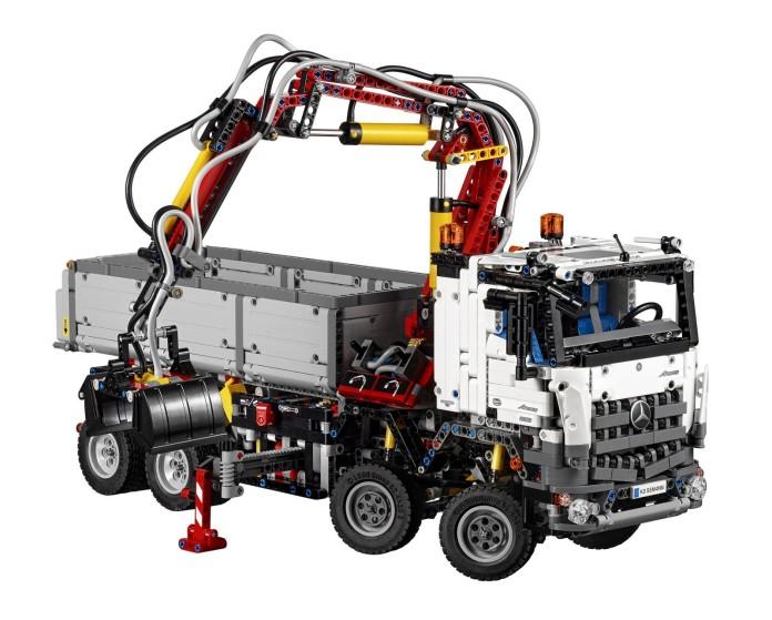 LEGO Technic Mercedes-Benz Arocs 3245 (2)