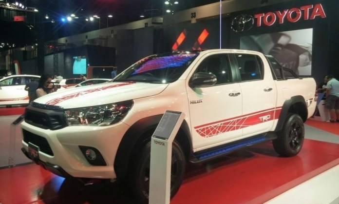 Toyota Hilux TRD Sports 2016 (2)