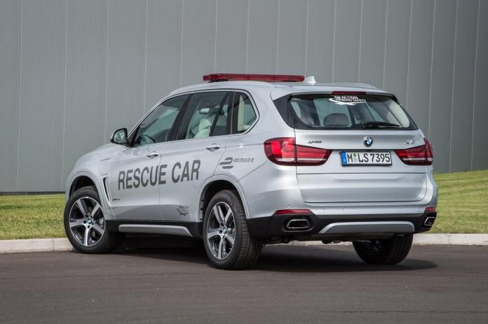 BMW X5 xDrive40e rescue vehicle for Formula e (1)