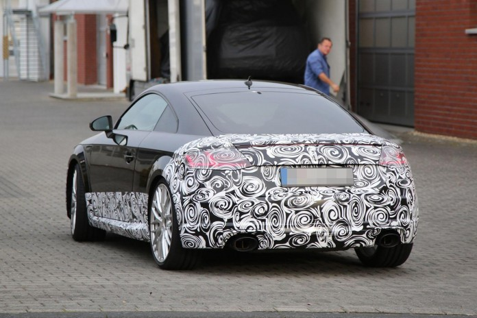 Audi TT-RS Coupe 2016 spy photos (6)