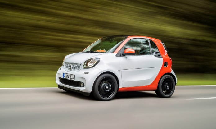 2016-smart-fortwo-front-three-quarter-in-motion-02