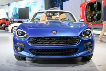 2017-fiat-124-spider-front-end-02