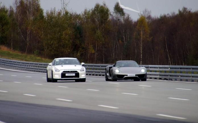 Nissan GT-R Vs Porsche 918 Spyder