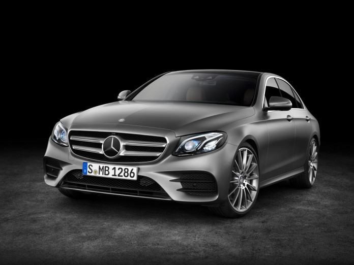 E 400 4MATIC, AMG Line, selenitgrau magno, Leder schwarz/sattelbraun E 400 4MATIC, AMG Line, selenit grey magno, leather black/saddle brown