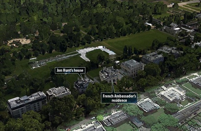 2EDB6D7200000578-3336344-An_aerial_view_of_the_properties_in_Kensington_Palace_Gardens_th-a-3_1448633019045