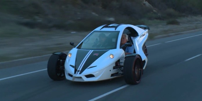 jay-leno-tests-trike-with-a-197-hp-hayabusa-engine-seems-to-really-like-it-103372_1