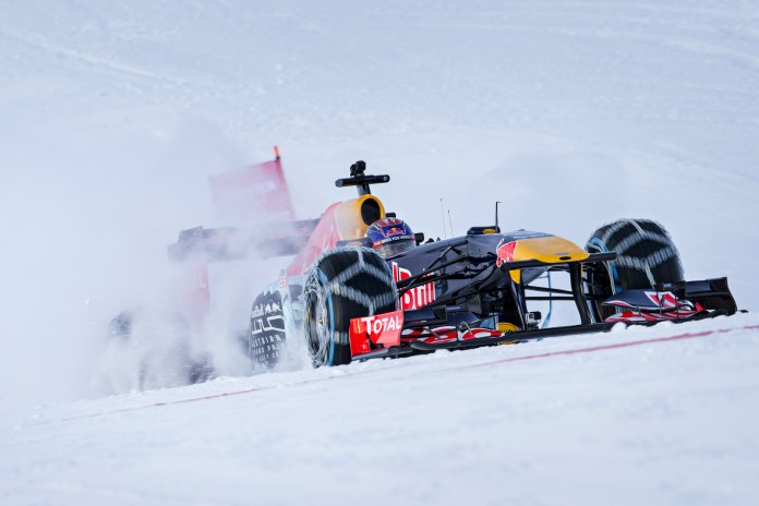 the-rb7-formula-1-car-charges-the-snowy-mountain-photo-gallery_7