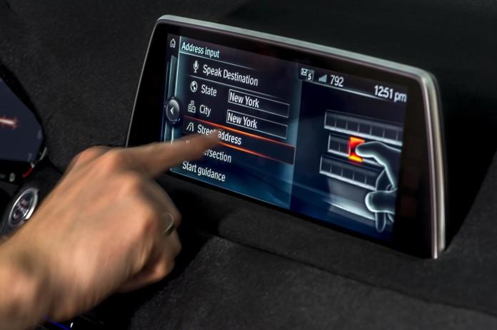 2016-BMW-7-Series-touchscreen-iDrive