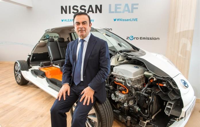 Carlos-Ghosn-with-nissan leaf ev